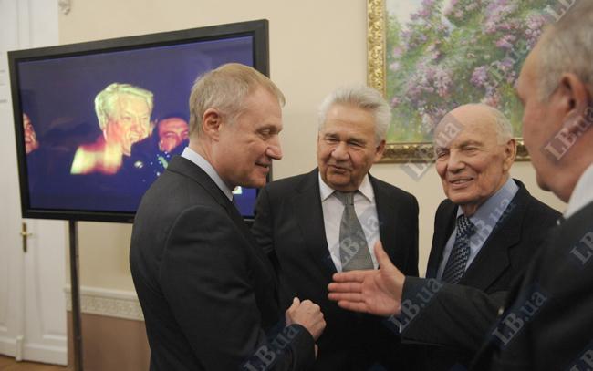 Президент Федерации футбола Украины Григорий Суркис (слева)