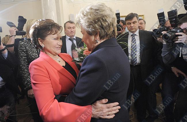 Супруги экс-президентов Украины и России Людмила Кучма и Наина Ельцина