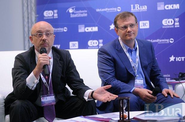 Алексей Резников(слева), модератор панели, адвокат, депутат Киевского городского совета и Александр Вилкул, вице-премьер-министр Украины 2012-2014 гг.