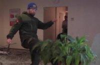 Суд отпустил участника погрома в Альфа-банке под домашний арест