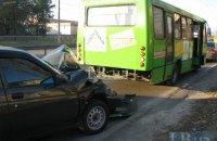 В Киеве ВАЗ протаранил автобус на полосе общественного транспорта