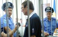 Луценко предлагает посадить своих прокуроров