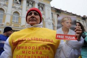 Медики просят Януковича разрешить Тимошенко лечиться за границей