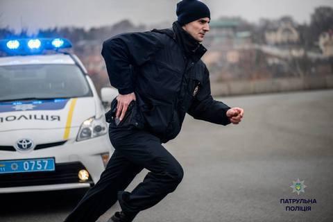 Нацполіція: УКиєві вноворічну ніч чоловік погрожував поліцейським рушницею