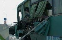 """На Бориспольской автомагистрали """"маршрутку"""" с пассажирами разорвало об грузовик"""