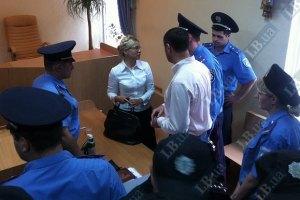 Тимошенко не посадили в клетку