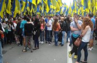 Учасники проплаченого мітингу на День Прапора (ФОТО)
