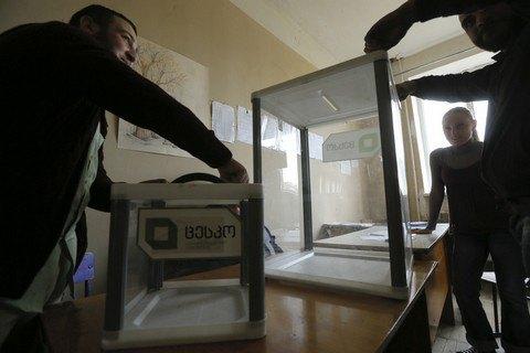 ВГрузии в50 одномандатных округах пройдет 2-ой тур парламентских выборов