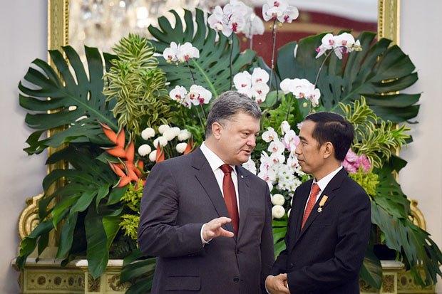 Президент України Петро Порошенко і президент Індонезії Джоко Відодо