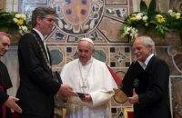 Папа Римский получил премию Карла Великого