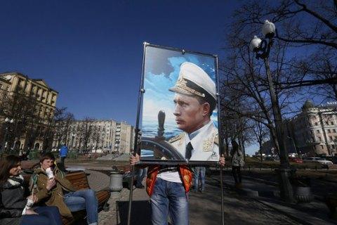 В.Путина увековечат вобразе капитана корабля, вернувшего Крым в Российскую Федерацию
