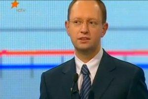 Яценюк считает, что политтехнологов нанимают только те, у кого мозгов нет
