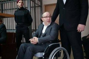 Харьковский суд отложил дело Кернеса на неделю