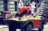 """""""Кролики"""" на БТРе попытались сорвать акцию оппозиции"""