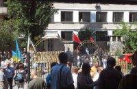 """""""Правый сектор"""" пикетирует суд в защиту задержанных за нападение на гей-парад"""