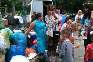 Власти эвакуировали 25 тыс. украинцев из Донецкой и Луганской областей