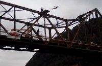 Словенский спортсмен погиб в прямом эфире во время прыжка в воду с моста