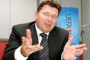 Євро-2012 обіцяють не переносити в іншу країну