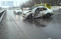 В Киеве водитель погиб в ДТП при попытке развернуться из правого ряда