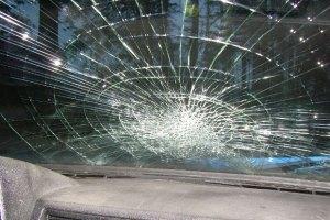 Машину кандидата в нардепы от КПУ забросали кирпичами