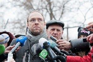 Власенко анонсировал решение по ходатайствам