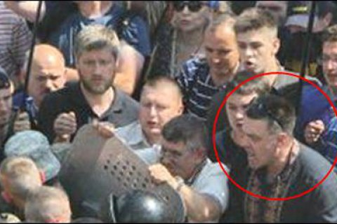 Суд обязал Авакова забрать назад слова о вине Тягнибока в теракте у Рады