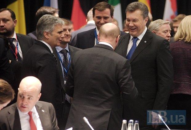 Янукович в Вильнюсе улыбался всем дипломатам, но Соглашение об ассоциации так и не подписал