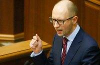 Яценюк решил не торопиться с введением визового режима с Россией