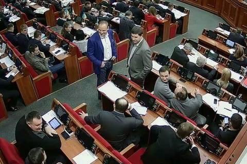 Киевсовет отменил все решения задень из-за участия вголосовании стороннего человека