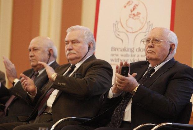 Валенса та Горбачов на саміті в Римі у 2014 р.