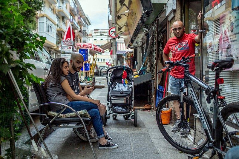 Сегодня в Стамбуле по-прежнему жарко и солнечно, но туристов на улицах стало заметно меньше.
