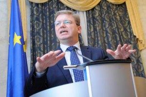 Фюле: никто перед Украиной дверей не закрывал