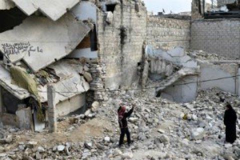 ВАлеппо бочковыми икассетными бомбами уничтожили крупнейшую больницу