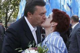 Януковичу объяснили, что не выпускать жену из дома - психологическое насилие