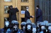 Депутатов от оппозиции не пустили на заседание Кабмина