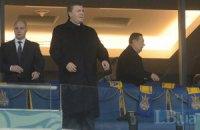 Янукович поздравил сборную Украины после матча в раздевалке