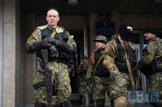 Люди, свергнувшие украинскую власть в Славянске, меньше всего были похожи на простых местных мужиков