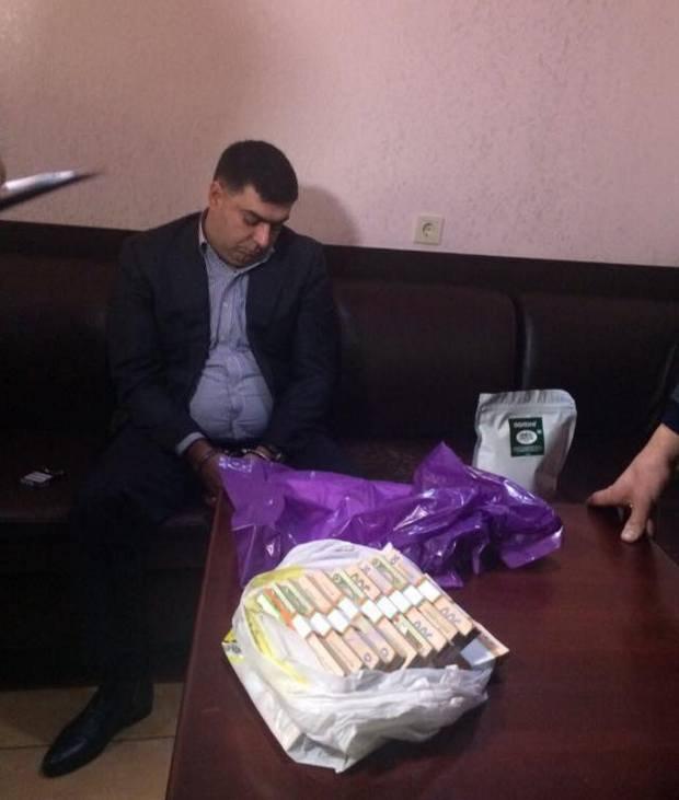 Уарештованого захабар глави «Південьвійськбуду» знайшли стоси валюти