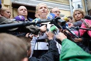 Тимошенко собирается взять четырех адвокатов