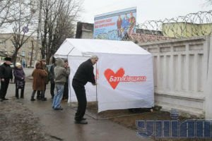 Возле Качановской колонии снесли палатки сторонников Тимошенко