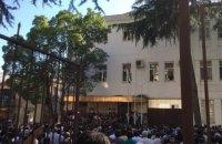 В Абхазии митингующие попытались взять штурмом здание МВД