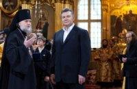 Янукович принимает участие в Рождественской литургии в Почаевской лавре