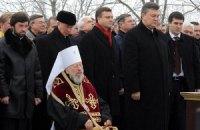 Янукович и Азаров помолились за уходящий 2012 год