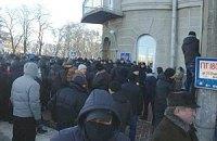 В Чернигове под облгосадминистрацией демонстранты возвели баррикады