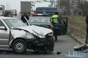 ДТП в Киеве: водитель Chery не справился с управлением и устроил аварию на встречной полосе