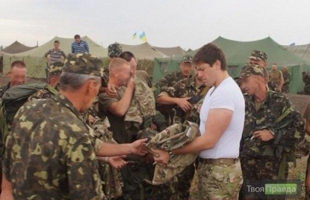 Иван Винник - в центре, в белой футболке
