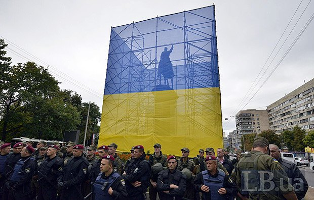 ОУН желает снести монумент Щорсу вДень независимости