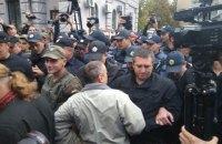 Нацполиция задержала 4 человека за препятствование голосованию на выборах в Госдуму РФ в Киеве (Обновлено, добавлены фотографии)