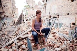 Голливудская актриса Эшли Джадд посетила Донбасс (добавлены фото)
