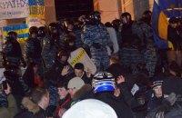 ЕС осуждает применение силы против Евромайдана